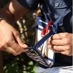 Une petite sacoche bandoulière élégante et discrète, légère et pratique au motif chevron ~ Fabriqué en France