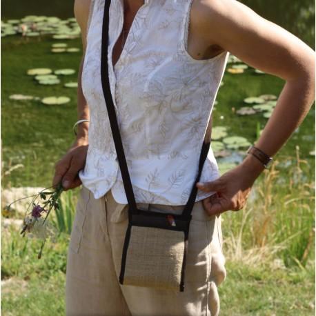 Le Ti Sac Toile de jute, un petit sac bandoulière au look naturel, moderne et chic