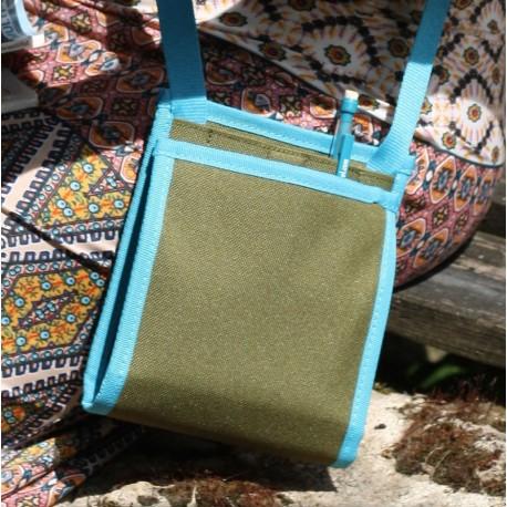 Bien plus qu'une pochette de voyage - Un produit insolite et indispensable - A utiliser comme un sac à main ou une sacoche
