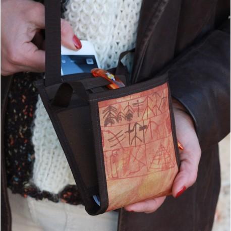 Fabriqué par des personnes en situation de handicap - Monnaie, papiers, cartes et chéquier, tout y a sa place