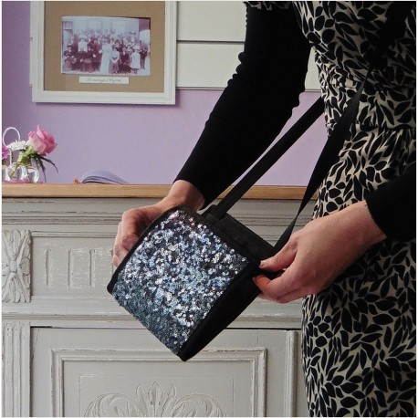 Une pochette de soirée qui conjugue un petit sac esthétique et ultra pratique, le Ti Sac Paillettes