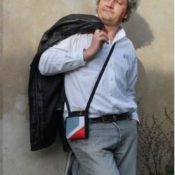 Surprenant - Bien plus qu'une pochette de voyage - Surprenant - Fabriqué en France - Une sacoche pleine de malices