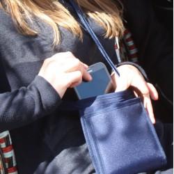 Une sacoche brevetée et sécuritaire/sécurisante - Un petit sac très bien organisé pour partir léger avec votre essentiel
