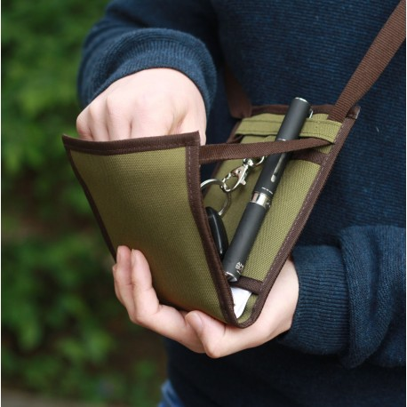 Discret et sécurisé, un petit sac bandoulière antivol bien organisé pour partir léger avec votre essentiel ~ Made in France