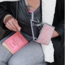 Le Ti Sac Côtelé Vieux Rose, un sac à main à la douceur affirmée
