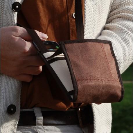 Un petit sac bandoulière design, unique pour voyager ou pour un quotidien pratique, confectionné en France