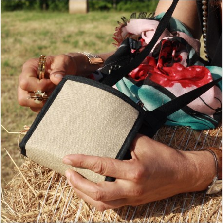 Un petit sac ultra pratique, produit en France, en Anjou, pour conserver le nécessaire avec vous en toute sécurité
