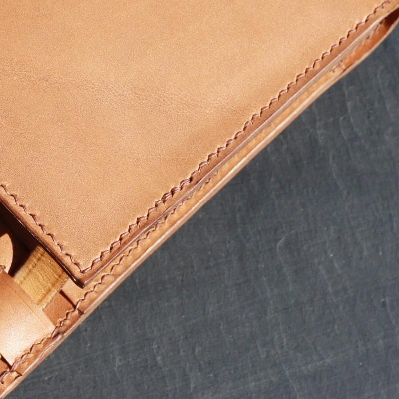 06a45233e9905 ... Un petit sac en cuir végétal made in France - Une pièce unique  fait-main ...