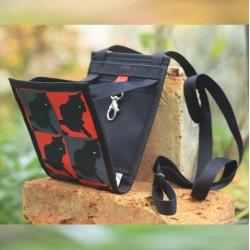 Un petit sac à main femme ultra léger aux compartiments bien pensés pour partir avec l'essentiel, en toute sécurité.