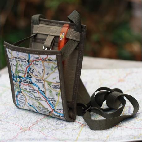 Une pochette de voyage antivol devenant un petit sac mixte pour un quotidien pratique, voilà un cadeau utile et original
