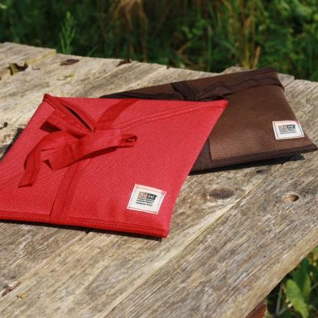 Ce petit sac idéal en voyage ne laisse pas indifférent avec ses finitions haut de gamme et son cuir au tannage végétal