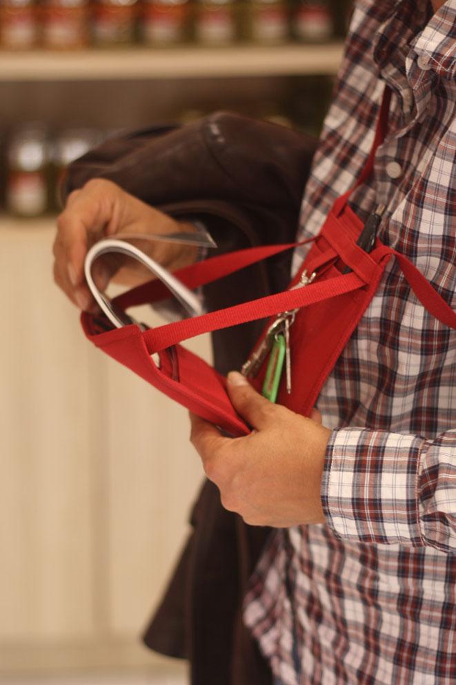 Ce petit sac bandoulière est idéal pour faire vos courses en conservant l'essentiel avec soi