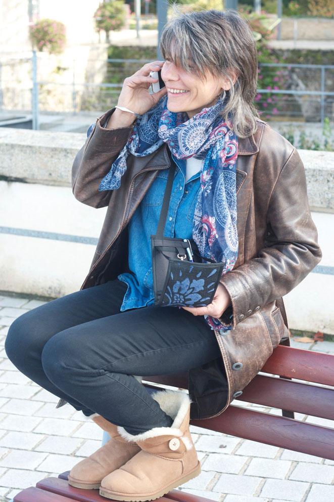 Agnès Barouh, la créatrice du Ti Sac avec son Velours Bleu, l'un des modèles de la collection 2016